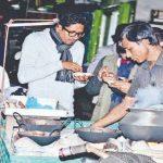 হেমন্তেই শীতের পিঠার ধোঁয়া উড়ছে কুমিল্লা নগরীতে