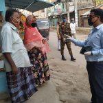 কুমিল্লা মহানগরীতে সরকারি নিষেধ অমান্য করায় পথচারি ও দোকানদারকে জরিমানা