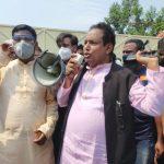 আ'লীগ নেতা রৌশন আলীর আশ্বাসে মহাসড়ক থেকে অবরোধ তুলে নিলেন শ্রমিকরা