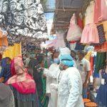 দাউদকান্দির গৌরীপুর বাজারে মানুষের ঢল, মানছে না সামাজিক নিরাপদ দূরত্ব