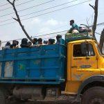 বাস নেই,তবু কুমিল্লা শহর থেকে গ্রামের বাড়ি ছুঁটছেন মানুষ