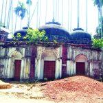 নাঙ্গলকোটে পরিত্যক্ত অবস্থায় পড়ে আছে বাল্লেগশাহ মসজিদ